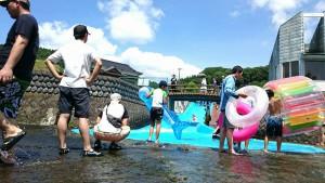 入田では、河川プール開き02