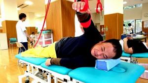 右肩脱臼骨折の術後リハビリ中 大分県議会議員 土居昌弘