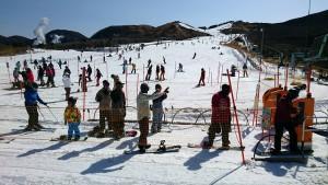 シーズン最後のスキー、スノボーを楽しむ九重森林公園スキー場 大分県議会議員 土居昌弘