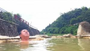 炭酸泉の朝風呂を満喫 大分県議会議員 土居昌弘