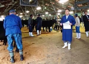 豊肥市場で子牛農家の皆さんを激励 大分県議会議員 土居昌弘