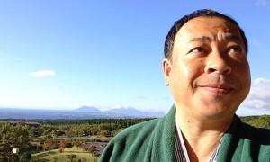 阿蘇五岳を背に、朝日を浴びる久住山 大分県議会議員 土居昌弘